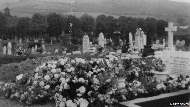Rex Gentle's grave