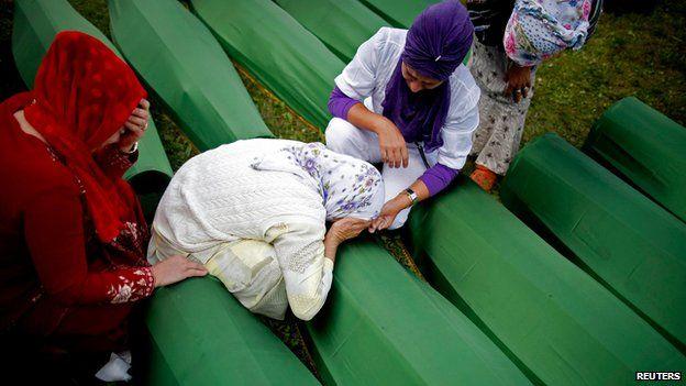 Bosniak women mourning their dead relatives at Srebrenica (11 July 2014)