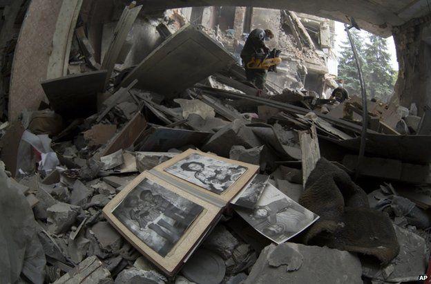 Debris in Snizhne, eastern Ukraine, after the air strike, 15 July