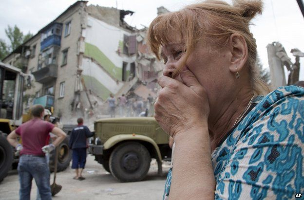 A woman weeps in Snizhne after the air strike, 15 July