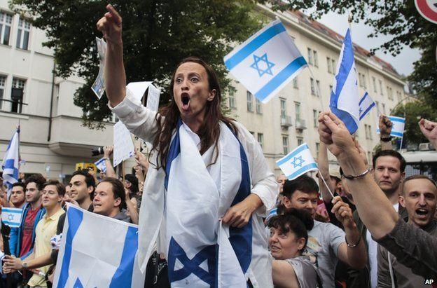 Pro-Israel demonstrators in Berlin, 25 July