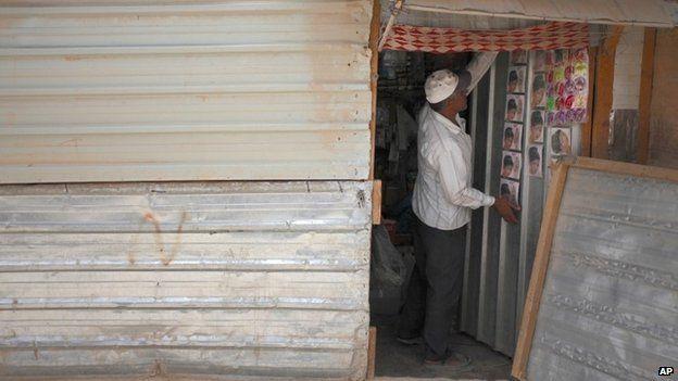 Syria refugee in Jordan's Zaatari camp closes his shop
