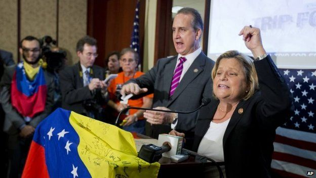 Ileana Ros-Lehtinen (right) and Mario Diaz-Balart join Venezuelan-Americans gathered on Capitol Hill in Washington on 9 May 9, 2014 to pressure the Obama administration to implement sanctions on the government of Nicolas Maduro