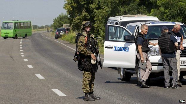 Armed rebels stop international monitors from proceeding to the MH17 crash site - 30 July 2014
