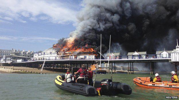 Lifeboat crews tackling pier