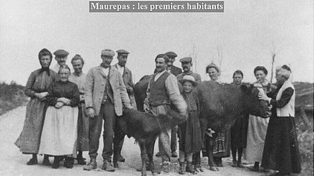 The first villagers return to Maurepas after World War One