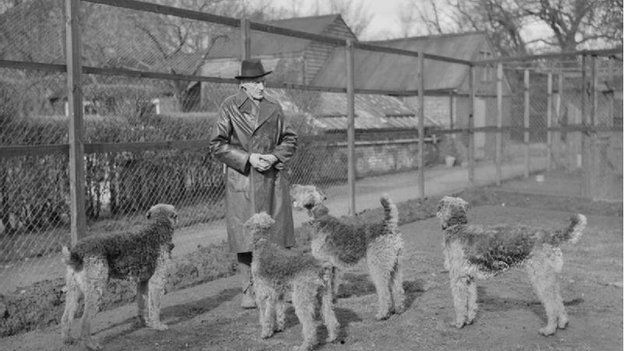 Richardson with airedales, 1940