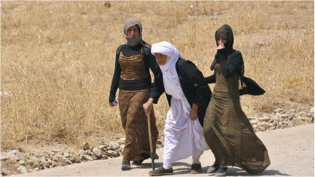 Families from the Yazidi religious minority on the outskirts of Sinjar, west of Mosul on 5 August 2014.