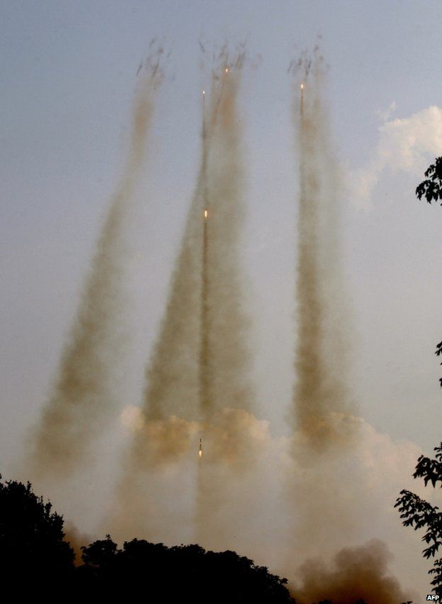 Ukrainian army Grad rockets in the air over Donetsk region, 7 August