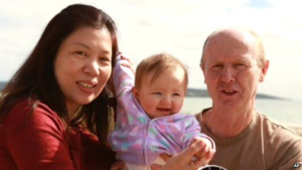 David Farnell with wife Wendy and baby Pipah in Channel 9 video grab