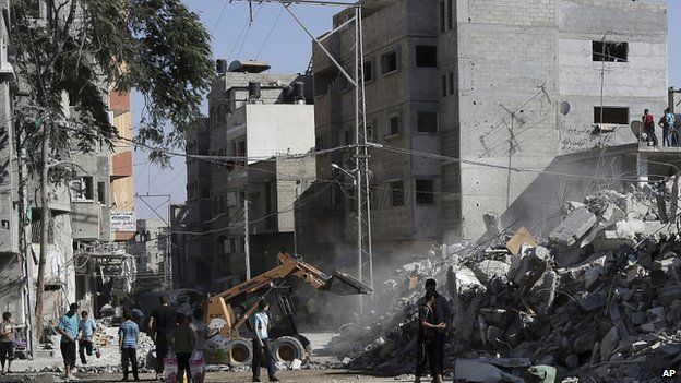 Rubble of al-Qassam mosque hit by an Israeli airstrike in the central Gaza Strip. 10 Aug 2014