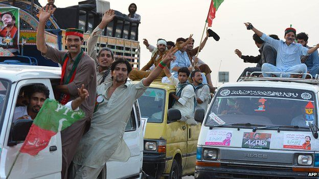 Convoy of Imran Khan supporters