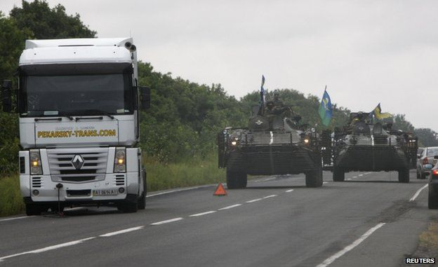 Ukrainian forces patrol Donetsk region (18 August)