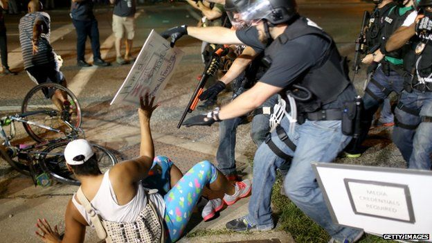 Police arrest a protester in Ferguson (18 August 2014)