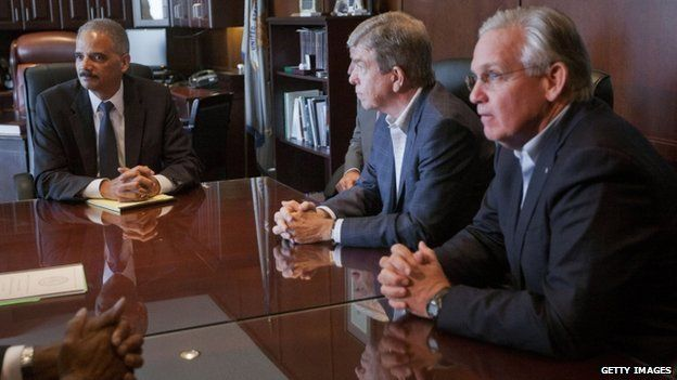 """U.S. Attorney General Eric Holder (L) meets with US Senator Roy Blunt, (R-MO) (C) and Missouri Governor Jay Nixon at the US Attorney""""s office 20 August, 2014 in St Louis, Missouri"""