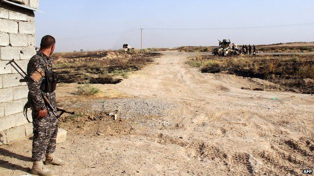 Iraqi security forces and Turkmen Shia fighters hold a position in Amerli (4 August 2014)
