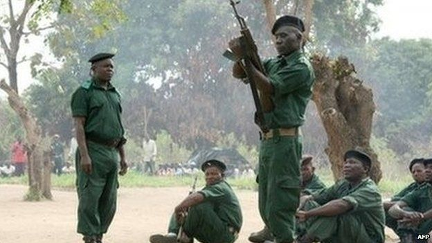 Fighters of the former rebel movement Renamo receive military training in Mozambique's Gorongosa's mountains (November 2012)