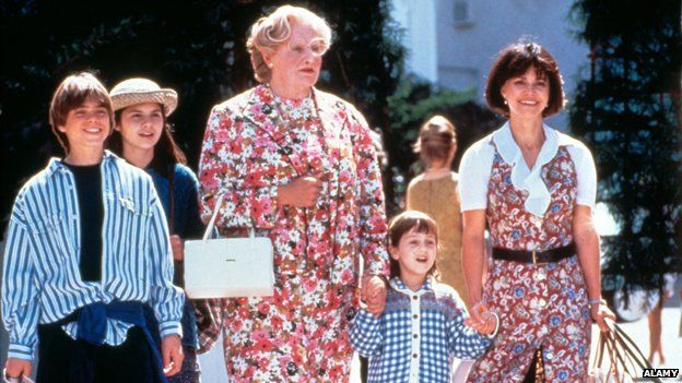 Mrs Doubtfire (Robin Williams), surrounded by his children and ex-wife