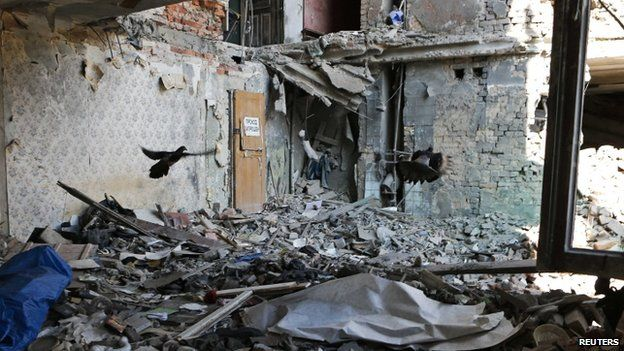 Pigeons fly inside a building damaged by shelling in Donetsk region (29 August 2014)
