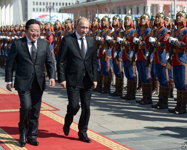 Russian President Vladimir Putin (right) with Mongolian President Elbegdorj Tsakhia in Ulan Bator, 3 September