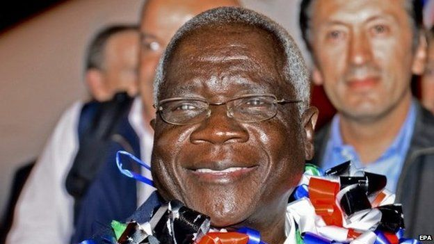 The leader of Mozambique's armed opposition party Renamo Afonso Dhlakama arrives at Maputo airport 04 September 2014.