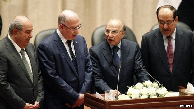 Iyad Allawi (left), Osama al-Nujaifi (2nd left) and Nouri Maliki (right) with Iraqi Supreme Court chief justice Midhat Mahmoud (3rd left) in parliament (8 September 2014)