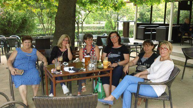 Women from Mesolakkia waiting for the internet connection. From left to right: Eleni Siropoulou, Eleni Tzimoka, Nikoleta Marti, Despina Papadaki, Koula Tsiarta, Menia Kyriakou.