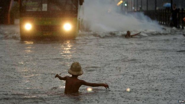 A Filipino child plays in floodwater in Manila (19 Sept 2014)