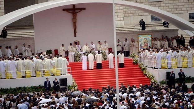 Pope Francis celebrates a mass on the Mother Teresa square, in central Tirana - 21 September 2014