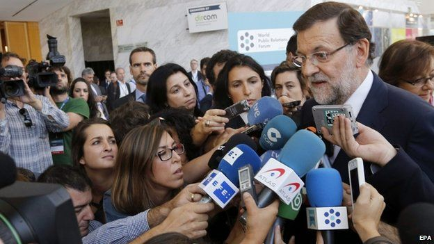 Spanish PM Mariano Rajoy speaking to reporters in Madrid (23 Sept)