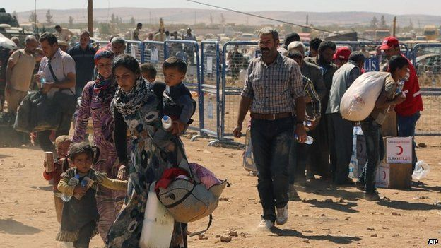 Syrian refugees enter Turkey at a crossing gate near Suruc - 23 September 2014