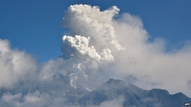 Clouds of ash spew from Mount Ontake, 28 September 2014