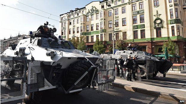 Serbian special police stand guard in Belgrade 28 September 2014