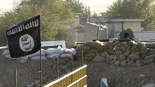 Islamic State flag on front line with Kurdish fighters at Mullah Abdullah Bridge between Irbil and Kirkuk. 27 Sept 2014