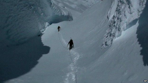 Rescue workers had been searching for the missing climbers in Chile on 30 September 2014