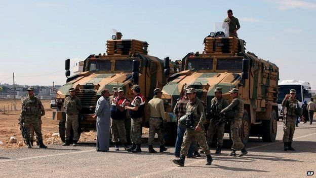 Turkish soldiers on guard near the Turkey-Syria border - 29 September 2014