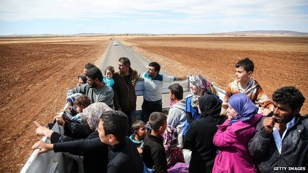 Syrian Kurdish refugees cross into Turkey near the south-eastern Turkish town of Suruc - 30 September 2014