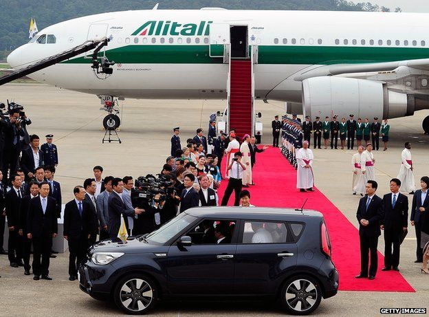 Pope Francis (inside a car) arrives at Seoul military airport on August 14, 2014 in Seoul, South Korea.