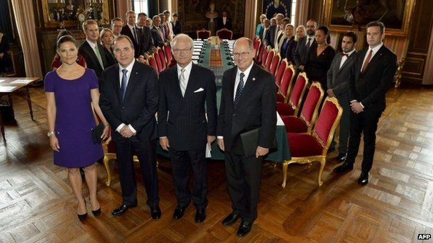 Sweden's new government poses together with front from left, Crown Princess Victoria, Prime Minister Stefan Lofven, King Carl Gustaf and parliament Speaker Urban Ahlin during a cabinet meeting at the Royal Palace in Stockholm (2 October 2014)