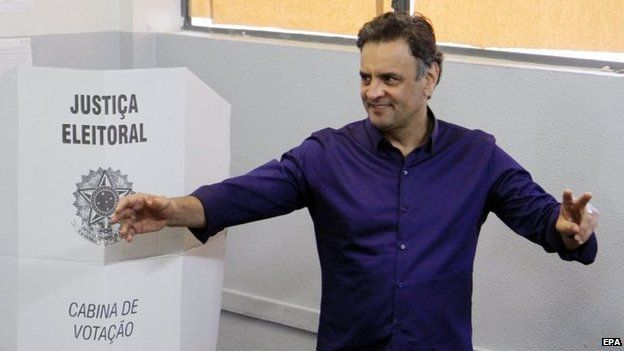 Aecio Neves poses after casting his vote in Belo Horizonte in Minas Gerais on 05 October 2014