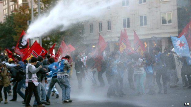 Turkish police disperse pro-Kurdish protest in Ankara. 8 Oct 2014
