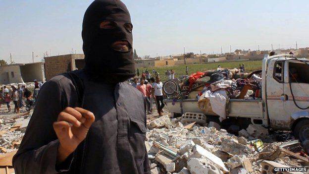 IS jihadist photographed September 16, 2014 in Syrian town of Raqqa
