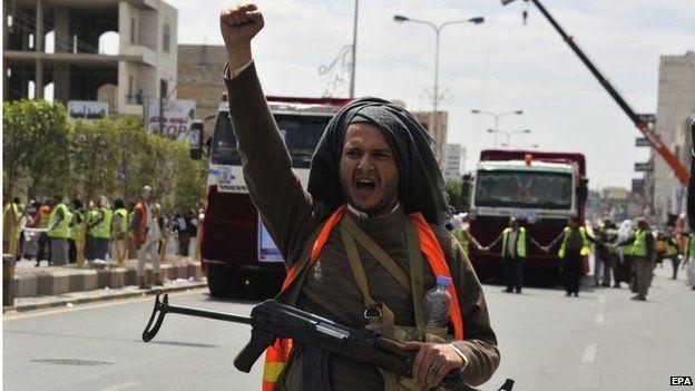 Houthi rebel at funeral procession in Sanaa, Yemen (14/10/14)