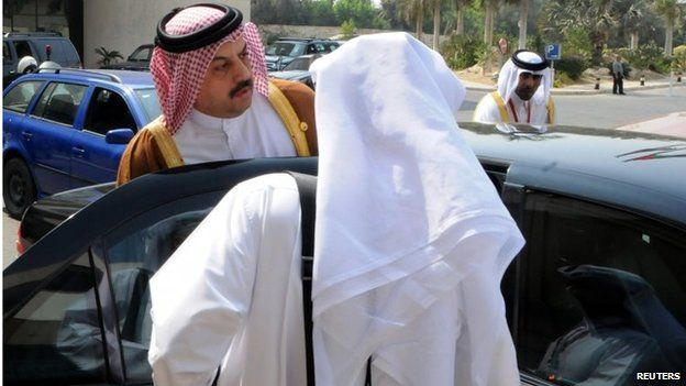 Qatari foreign minister gets into his car following donor conference in Cairo (12/10/14)