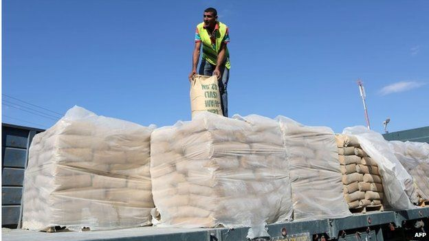 Bags of cement on a truck in Rafah, southern Gaza (14/10/14)