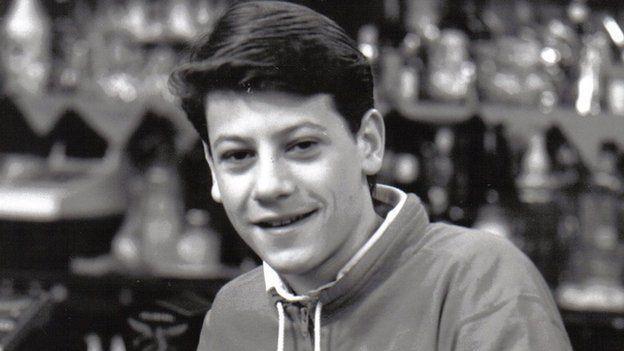 Gareth Wyn (Ioan Gruffudd)