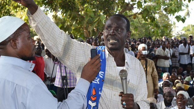 Mombasa Republican Council (MRC) Chairman, Omar Mwamnuadzi (C) gesticulates after the burial of his first wife in Ng'ombeni, Kwale county, 40 kilometres (25 miles) south of the port city of Mombasa on 3 March 2012