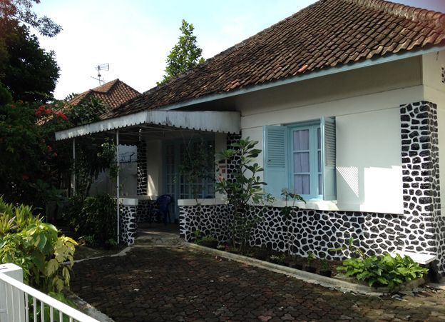 A house in Tjihapit Bandung used for internment