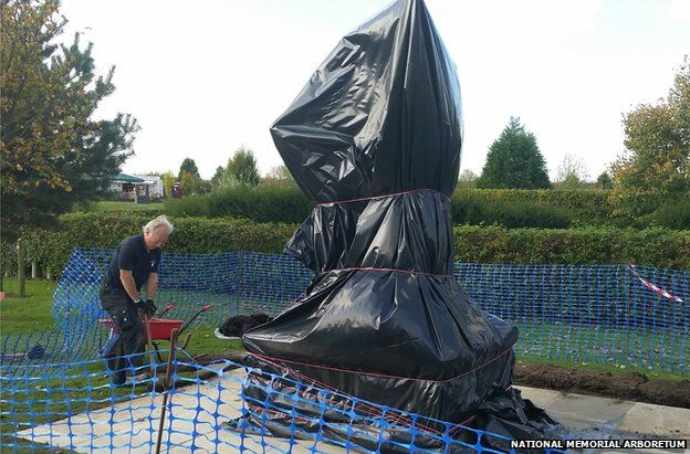 Final preparations for the sculpture are completed