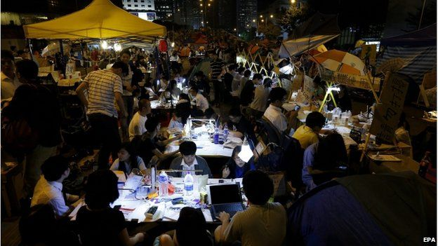 Pro-democracy student protesters study during a rally of the ongoing Occupy Central movement in Admiralty District of Hong Kong, China, 20 October 2014.
